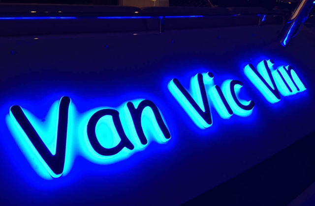 Van Vic Vin Yacht Sign